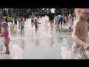 Биржевой сквер в Калининграде (дети купаются в фонтане)