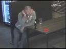 Полиция разыскивает мужчину обокравшего девушку в баре Тольятти