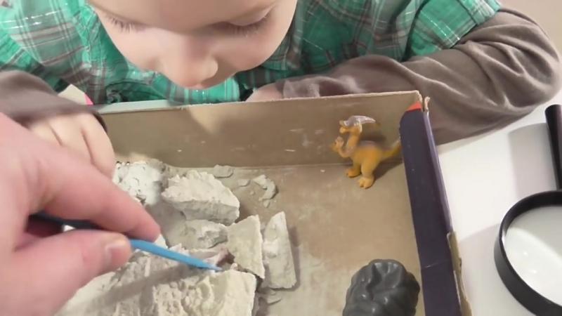 Раскопки динозавров Играем в археологов Видео для детей Dinosaurs Fun Toys For K