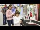 Гонки в Радужном Мире! В этом выпуске детской программы Радужный Мир дети протестируют специальном трек с гоночными машинками в ТРЦ Радуга Сыктывкар, а также зададут взрослым экспертам некоторые вопросы об любимых игрушках.