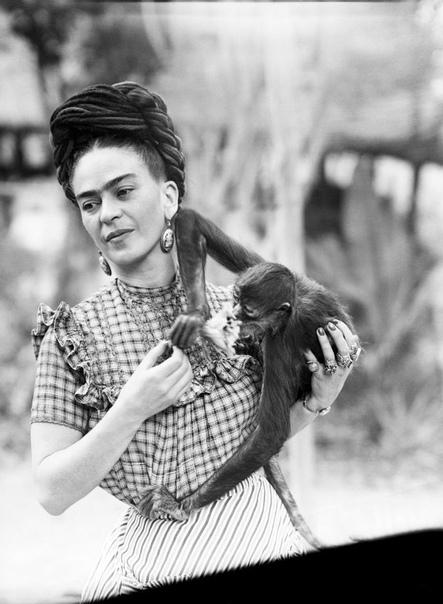Потрясающая серия фотографий с Фридой Кало, 1944 год.