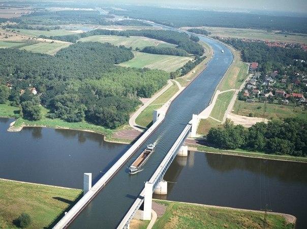 """Удивительный """"водный"""" мост в Магдебурге."""