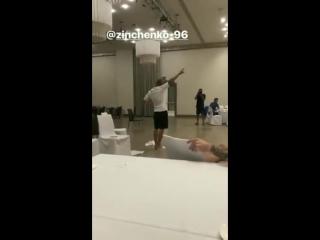 Зина зажигает на танцполе