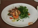 Рецепт: Салат из креветок с травами и песто