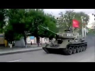 Т-34 мчится в бой!