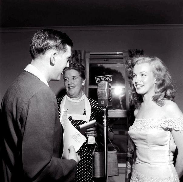 Интервью Мэрилин Монро перед премьерой фильма Счастливая любовь.