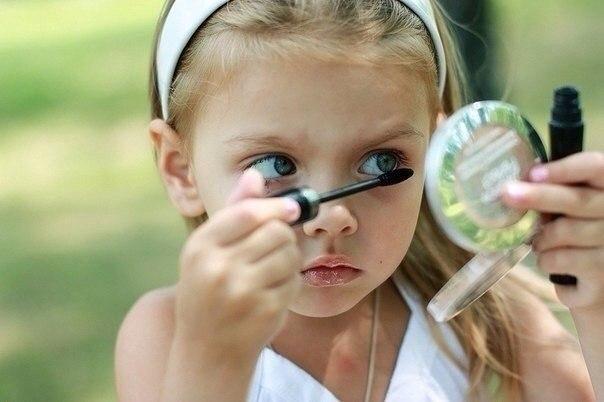 Смотрю в зеркало и говорю: «Кому же такая красота достанется», мама кричит с кухни: «Дай, Боже, ему силы, здоровья и терпения».