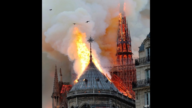Notre Dame on fire. Strangers sing heartwarming prayer (Ave Maria) - Watch until the end!