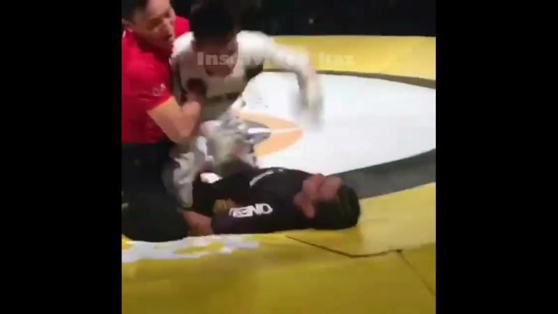 Дәуітбек Қаршыға бауырымыз Малазия чемпионын талдырып тастады
