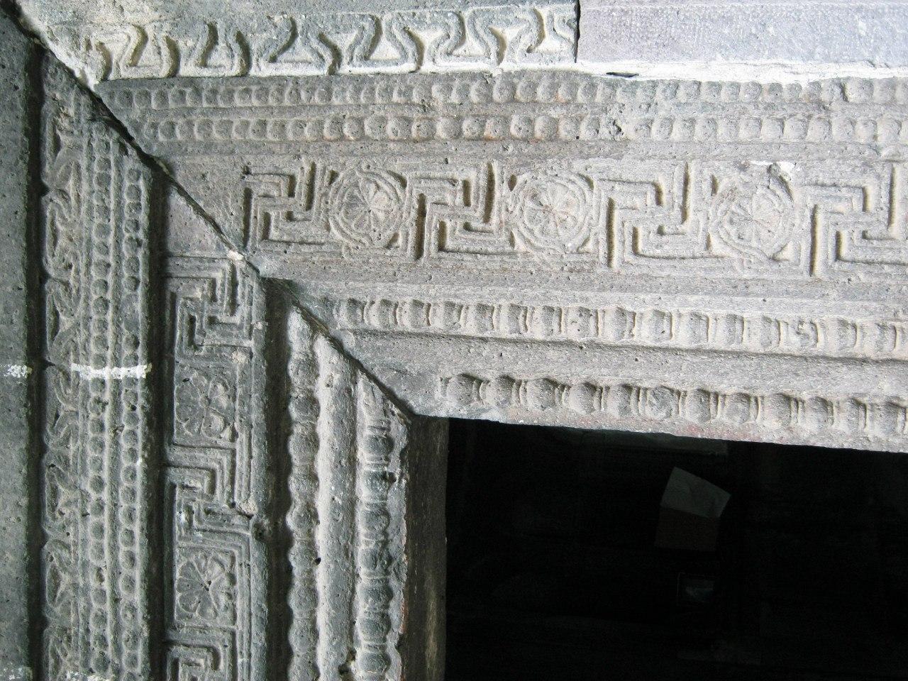 свастика в церкви монастыря Бхено Нораванк