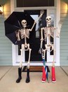 С начала октября и до самого Хэллоуина отец этого семейства каждый день меняет положение э…