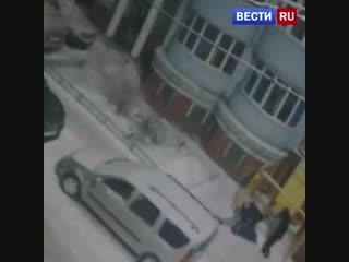 Нападение пьяных рязанских футболистов на женщину попало на видео.