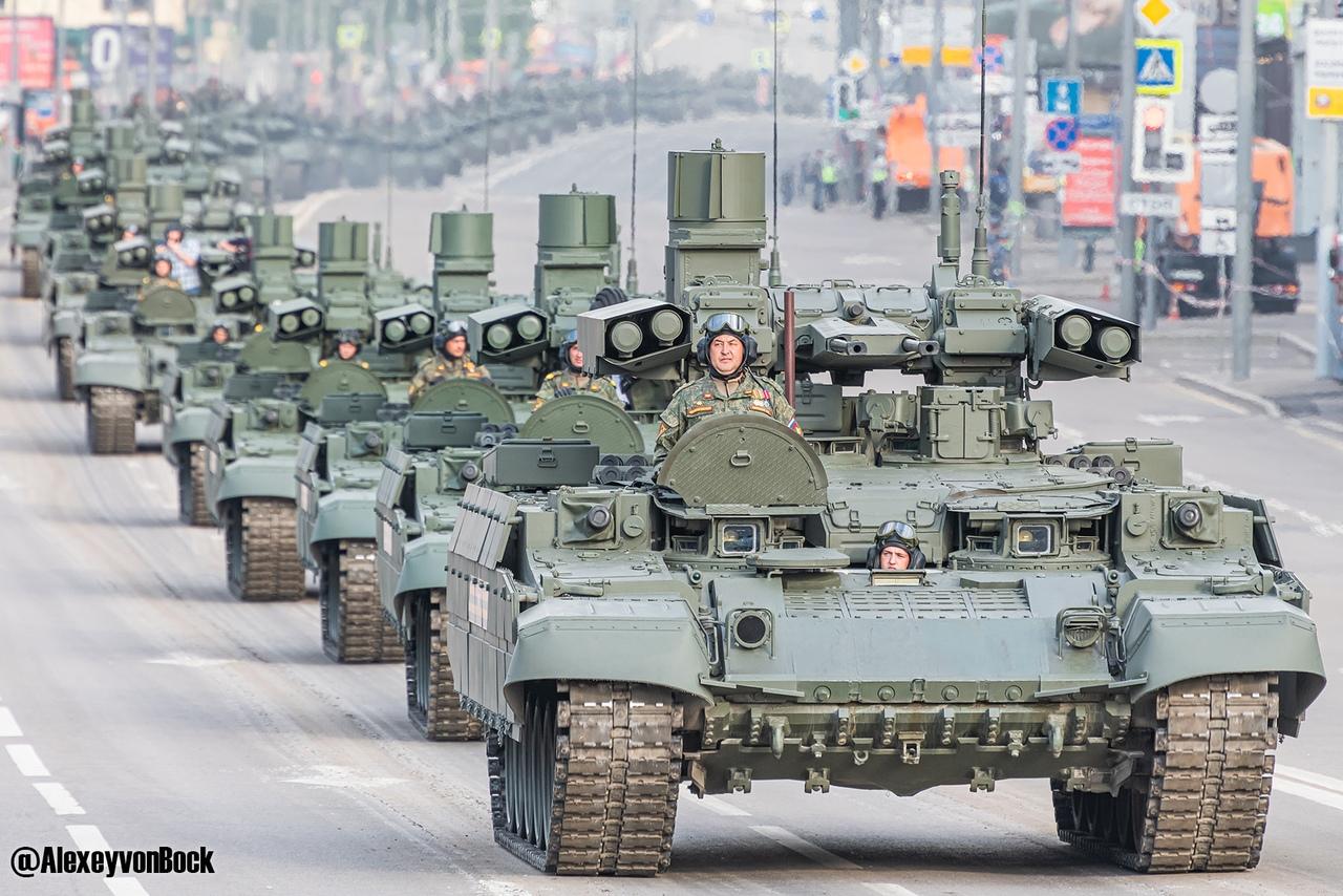 الدفاع الروسية تنشر صورا للعرض العسكري التجريبي الخاص باحتفالات عيد النصر VCuCHEWxjUU
