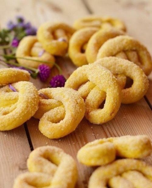 Печенье на желтках Ингредиенты: 200. гр Муки. 1 ст. л.