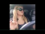 Чеченка красавица поет за рулем