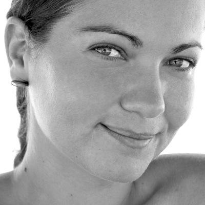 Yana Hollett