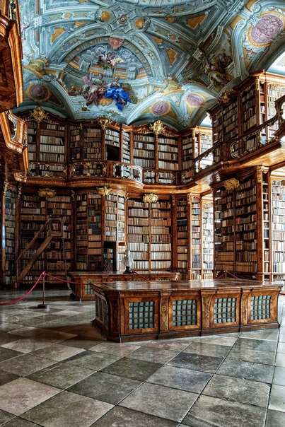 Одна из старейших библиотек в Европе находится в монастыре Святого Флориана в Австрии