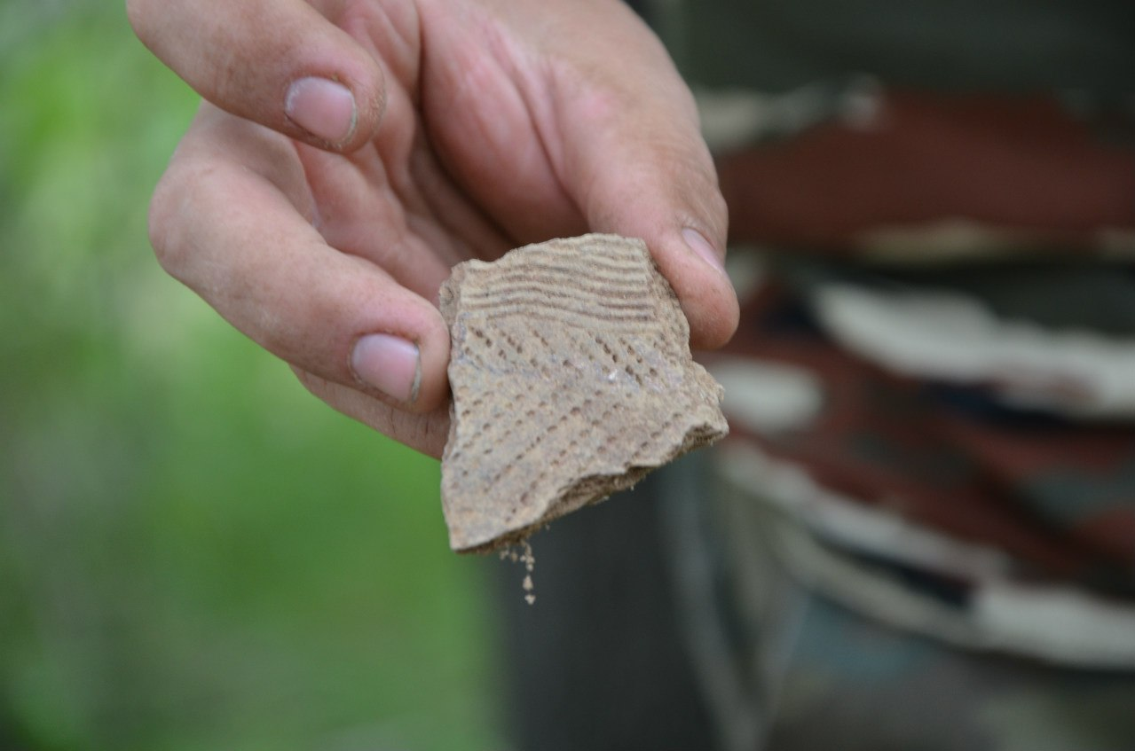 Археологические находки намысе Кедровом. Осколок керамики