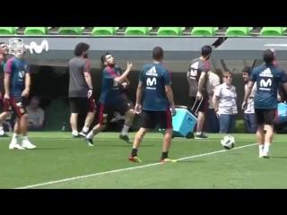 Красная фурия тренеруется перед матчем со сборной России