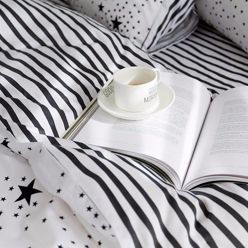 Красивый комплект постельного белья -