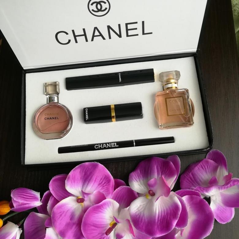 Предлагаю широкий выбор парфюмерии ( тестеры-оригиналы и туалетная водичка) и косметики по доступным ценам!
