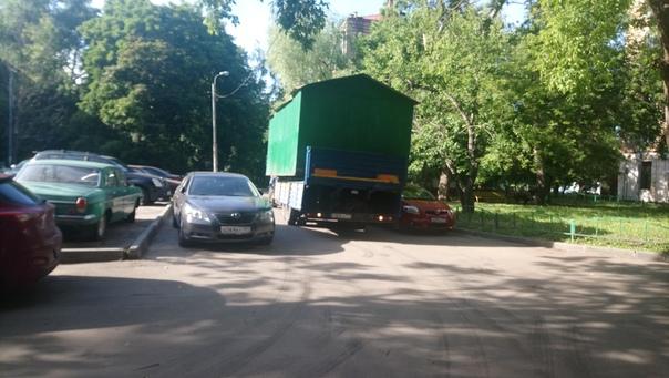 Потому что могут себе позволить купить недвижимость в Москве под гараж.  26 июня 2018