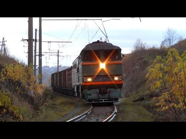 Гибрид 2ТЭ116 160 085 с грузовым поездом и приветливой бригадой