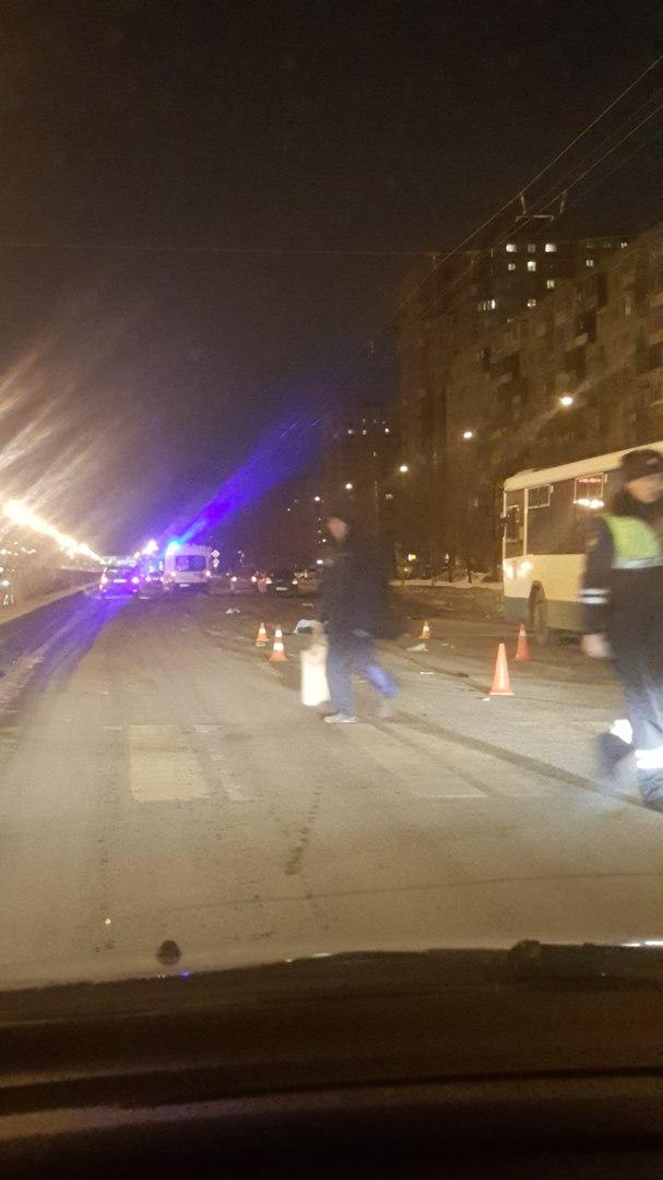 Появились фото из Петербурга, где на Софийской насмерть сбили пешехода