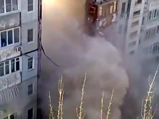 Момент взрыва и обрушения многоэтажного дома в Магнитогорске (полное видео)