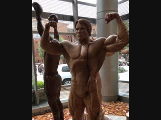 Деревянные скульптуры великих людей. Невероятная работа!