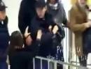 24.11.2008 Аэропорт. Чанмина ударяют сумкой