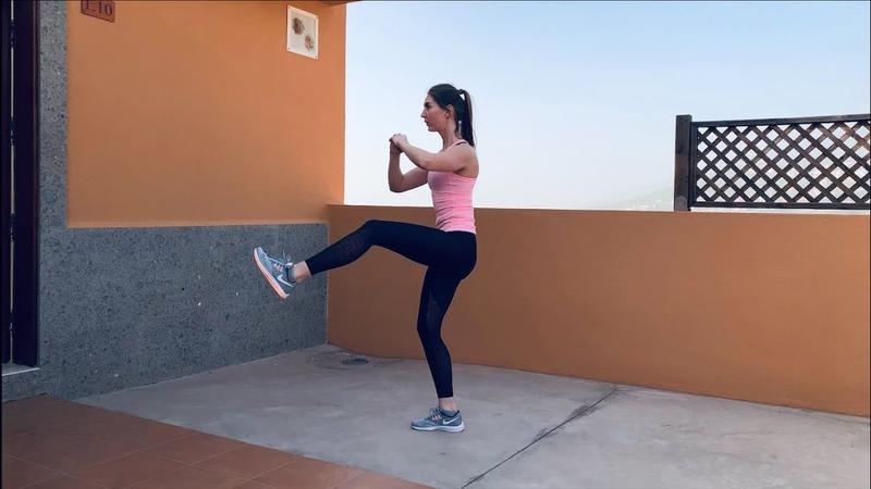 Приседания с ударом ногой вперед: кардио упражнение для ног