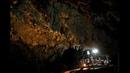 В Таиланде детей и тренера спасли из пещеры