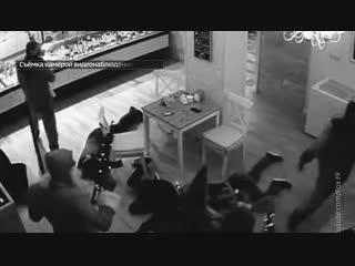 Видео с необычным действом стремительно разлетается по Интернету