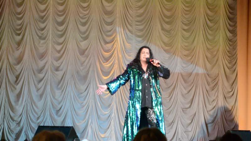 Выступление артистов на сольном концерте Артема Верхолашина и Игоря Наджиева.