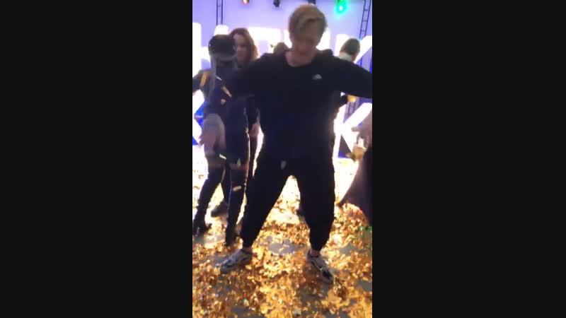 Кашин танцует да вот да