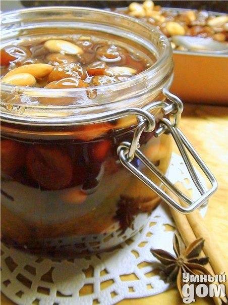Варенье из винограда с пряностями и миндалём, томлённое в духовке Ингредиенты Виноград зелёный без косточек 1200гр. Сахарный песок 600гр. Звёздочки аниса 2шт. Корица или одна палочка или 1-2ч.ложки (по вашему вкусу) Сок виноградный 200мл. (у меня яблочно-виноградный) Миндаль 100гр. Как приготовить Виноград помыть, сложить в большую миску, пересыпать сахаром. Я оставила на ночь, в надежде на то, что выделится сок… сок не выделился :) а потому, сразу выкладываем виноград, сахар, сок и пряности в…