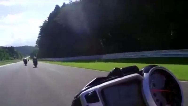 HD 女性ライダーRIEさんの、スポーツランドSUGOでのバイクでのサーキット走行。菅生サーキットでの動画です。Superfly「Bi Li Li Emotion」にのせて♪バイク女子♡
