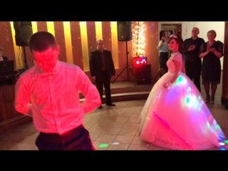 Свадебный танец молодых.