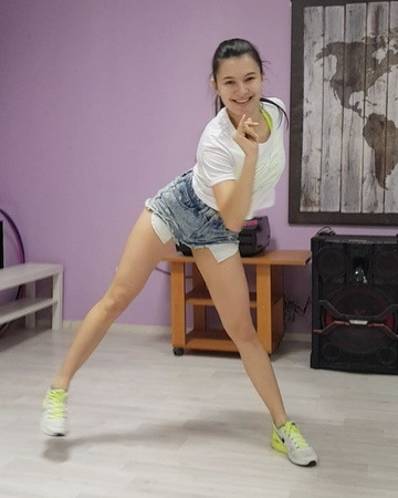 """Танцы. Растяжка. Фитнес on Instagram """"5 мест 😱💥💃🏻 Курс Reggaeton с нуля ⠀ 💃🏻обучение с нуля 💃🏻каждое движение объясняем медленно и подробно 💃🏻ре..."""