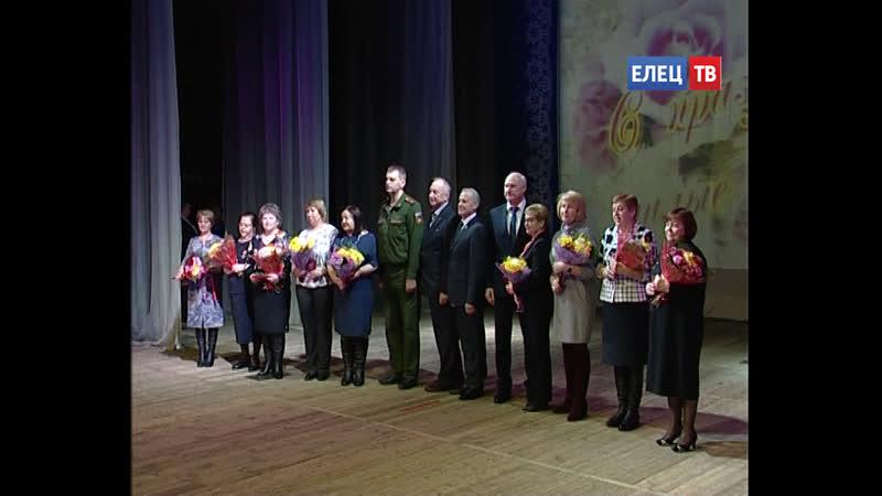 В Городском дворце культуры ельчанки принимали поздравления с Международным женским днём
