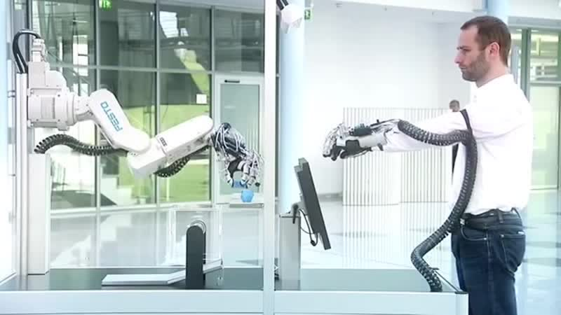 Робо-рука повторяет движения руки человека hj,j-herf gjdnjhztn ldbtybz herb xtkjdtrf