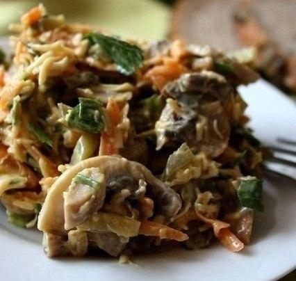Салат с говядиной грибами солеными огурцами