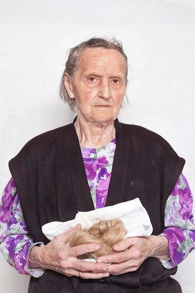 Фотограф Катаржина Маяк отыскала в современной Польше колдуний, друидов, знахарок, повитух и других представительниц альтернативных верований и попыталась понять, чему их духовный опыт может научить женщин XXI века.