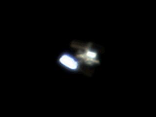 Двойная вспышка от панелей солнечных батарей Международной космической станции