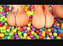 Три секси девушки жмакают шары