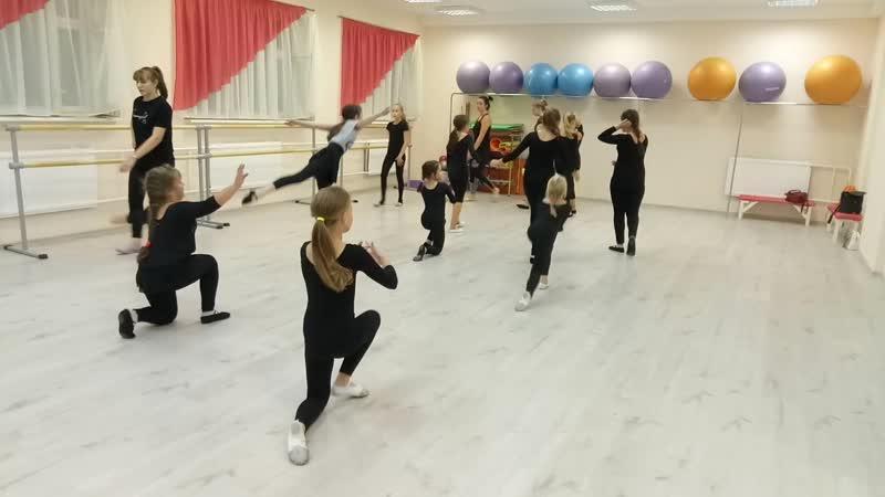 Прыжок с колена. Детский театр Танца и СветоТени Plazma. Студия Пируэт. Петрозаводс