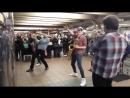 Невероятные ребята играют в подземке 0961800358 Хмельницкий Натяжные Потолки kupidon