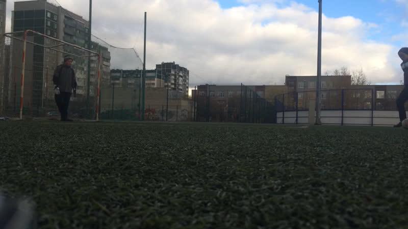 Я с другом играю в футбол