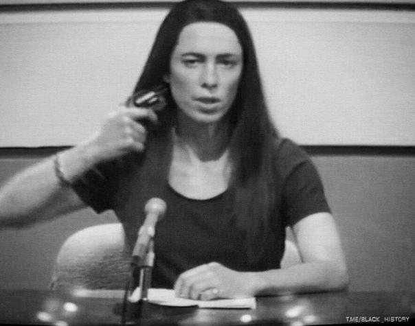 Суицид в прямом эфире американского телеканала. В 1974 году, в прямом эфире американского телеканала, тележурналистка Кристин Чаббак совершила самоубийство.Журналистка произнесла: «В